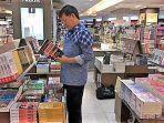 menumbuhkan-minat-baca-warga-pemkot-manado-sediakan-perpustakaan-di-87-kelurahan.jpg