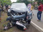 mobil-dan-motor-yang-terlibat-kecelakaan-di-poros-bone-makassar.jpg