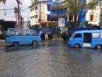 mobil-mogok-karena-banjir.jpg
