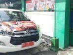 mobil-wali-kota-solo-gibran-rakabuming-raka-di-depan-smk-batik-2-surakarta.jpg