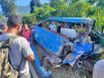mobil-yang-terlibat-kecelakaan-di-jalan-trans-sulawesi.jpg
