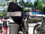 motor-cbr-250-bertuliskan-harta-tahta-della-milik-korban-tewas-kecelakaan-maut-di-jalan-majapahit.jpg