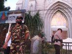 nampak-anggota-banser-nu-bersiaga-di-depan-gereja-katedral-hati-tersuci-maria.jpg