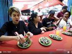 nikita-mirzani-makan-seafood-di-pinggir-jalan.jpg