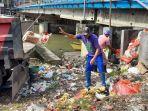 odsk-kerahkan-50-truk-untuk-mengangkut-lautan-sampah-jumat-522021-hingga-sabtu-622021.jpg