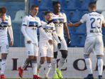 para-pemain-atalanta-ketika-merayakan-gol-pada-ajang-liga-italia-musim-2018-2019.jpg