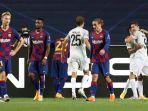 para-pemain-barcelona-terlihat-kecewa-setelah-bayern-munchen-mencetak-gol.jpg