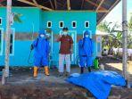 para-relawan-desa-nunuka-raya-melakukan-penyemprotan-disinfektan.jpg