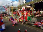 parade-santa-claus-di-tomohon_20171215_162717.jpg