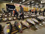 pasar-ikan-tsukiji-di-tokyo-terbesar-di-dunia_20171031_214345.jpg