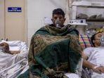 pasien-yang-menderita-penyakit-coronavirus-covid-19-menerima-perawatan-di-dalam-bangsal.jpg