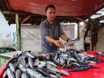 pedagang-ikan-di-pasar-serasi-kotamobagu.jpg