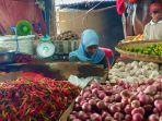 pedagang-kristina-dan-dagangan-baritonya-bawang-rica-tomat.jpg