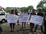 pedagang-pasar-pinasungkulan-demonstrasi-tuntut-ganti-dirut-pd-pasar-manado_20180605_155955.jpg