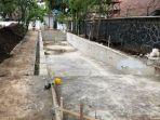 pekerja-tengah-mengerjakan-proyek-pembuatan-kolam-renang-di-gedung-pakuan-236273.jpg