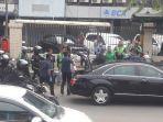 pelaksanaan-presiden-jokowi-bagi-bagi-sembako-di-jalanan.jpg