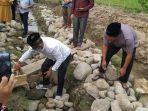 peletakan-batu-pertama-pembangunan-smp-islam-cendekia-di-desa-mopait.jpg