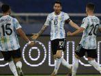 pemain-argentina-lionel-messi-tengah-melakukan-selebrasi-bersama-rekan-setimnya-nicolas-gonzalez.jpg