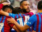 pemain-baru-barcelona-memphis-depay-merayakan-gol.jpg