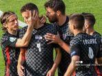 pemain-depan-kroasia-ivan-perisic-2l-merayakan-mencetak-gol-pertama-timnya.jpg