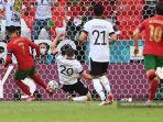 pemain-depan-portugal-cristiano-ronaldo-kiri-saat-mencetak-gol.jpg