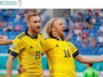 pemain-timnas-swedia-dejan-kulusevski-dan-emil-forsberg-merayakan-gol-ke-gawang-timnas-polandia.jpg