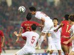 pemain-timnas-u-23-indonesia-bagas-adi-nugroho-berduel-dengan-pemain-timnas-vietnam.jpg