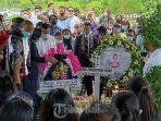 pemakaman-jenazah-mia-tresetyani-wadu-dfdgr.jpg