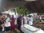 pemakaman-pastor-rares-pastor-mangkey-saya-sendirian.jpg