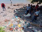 pembersihan-sampah-di-pesisir-pantai-kapeta1.jpg