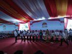 pemilih-pemula-usia-17-dapat-ktp-el-di-acara-harganas-manado_20180707_100858.jpg