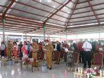 pemkab-minahasa-gelar-ibadah-menyambut-natal-bupati-ajak-masyarakat-berkomitmen-melayani-tuhan.jpg