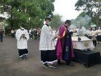 penerimaan-jenazah-pastor-marcellus-rarun-di-seminari-kakaskasen-tomohon-57765.jpg