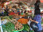 penjual-bumbu-dapur-dan-komoditas-holtikultura-melayani-pembeli-di-pasar-pinasungkulan.jpg