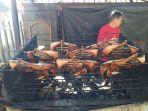 penjual-cakalang-fufu-di-jalan-trans-sulawesi.jpg