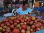 penjual-tomat-di-pasar-bersehati_20160107_212857.jpg