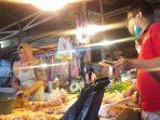 penjualan-daging-ayam-di-pasar-bersehati-manado-sulawesi-utara-minggu-2572021.jpg