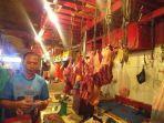 penjualan-daging-sapi-di-pasar-bersehati-kamis-1572021-45fh.jpg