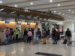 penumpang-antre-check-in-di-terminal-keberangkatan-bandara.jpg