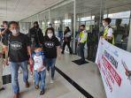penumpang-lion-air-jt-701-rute-timika-manado-tiba-di-manado.jpg