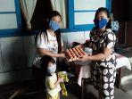 penyerahan-bantuan-bagi-anak-balita-di-kelurahan-wenang-selatan.jpg