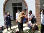 penyerahan-bantuan-secara-seremonial-dilakukan-di-kantor-disperindag-provinsi-sulut8.jpg