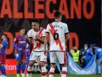 penyerang-rayo-vallecano-radamel-falcao-merayakan-gol-kontra-barcelona.jpg