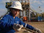 perempuan-pekerja-di-pengeboran-minyak.jpg