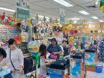 pernak-pernik-natal-di-golden-supermarket-manado-sebagian-besar-habis-terjual.jpg
