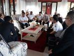 pertemuan-gubernur-ollu-dondokambey-dengan-dubes-cina-mr-xiao-qiao_20180308_082828.jpg