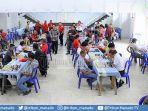 peserta-dari-berbagai-usia-ikut-turnamen-catur-di-desa-leilem.jpg