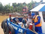 petugas-ditpolair-melakukan-pencarian-terhadap-lima-penumpang-speedboat.jpg