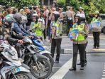 petugas-kepolisian-dari-direktorat-lalu-lintas-ditlantas-polda-metro-jaya-346734.jpg