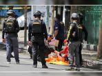 petugas-kepolisian-melakukan-olah-tkp-ledakan-di-gereja-hati-yesus.jpg